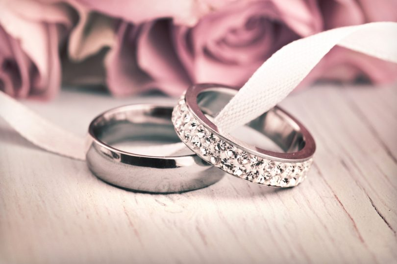 Wedding,Rings,And,Roses.